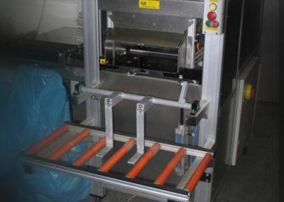 Strojní poloautomat pro vkládání krabiček do kartonu. TANY s.r.o. 2003-2004